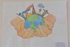 """Vizuālās un vizuāli plastiskās mākslas projekta """"Zeme mūsu rokās"""" , Ventspils vispārizglītojošo skolu audzēkņu darbu izstāde. 03.06.2021."""